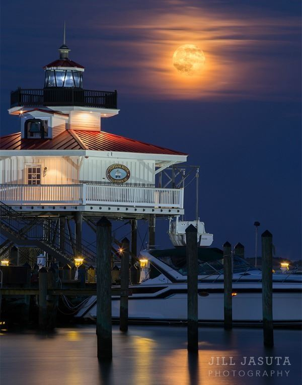 Jill Jasuta Photography Lighthouse at Moonrise