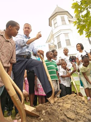 Gov OMalley with kids